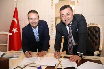 Paratriatlon Dünya Kupası için imzalar atıldı