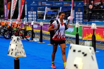 """Esra Gökcek: """"Triatlon sporunun geleceği için önce aileler bilinçlenmeli"""""""